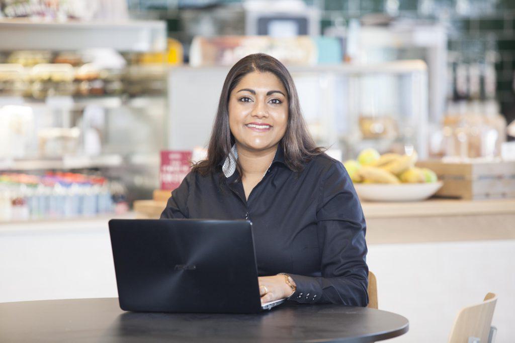 Bedrijfsreportage | Portret fotografie met laptop.